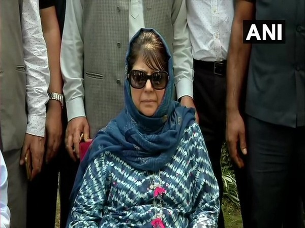 Former Jammu & Kashmir CM Mehbooba Mufti's detention under Public Safety Act extended by three months | जम्मू कश्मीर की पूर्व मुख्यमंत्री महबूबा मुफ्ती की हिरासत तीन महीने बढ़ी