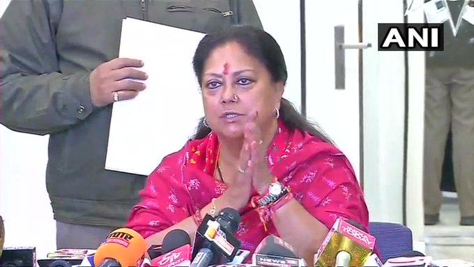 Former Rajasthan CM & BJP leader Vasundhra Raje Scindia met BJP president JP Nadda at his residence | राजस्थान में सियासी संकटः संकट में गहलोत सरकार,विधानसभा सत्र से पहले नड्डा से मिलीं वसुधरा राजे