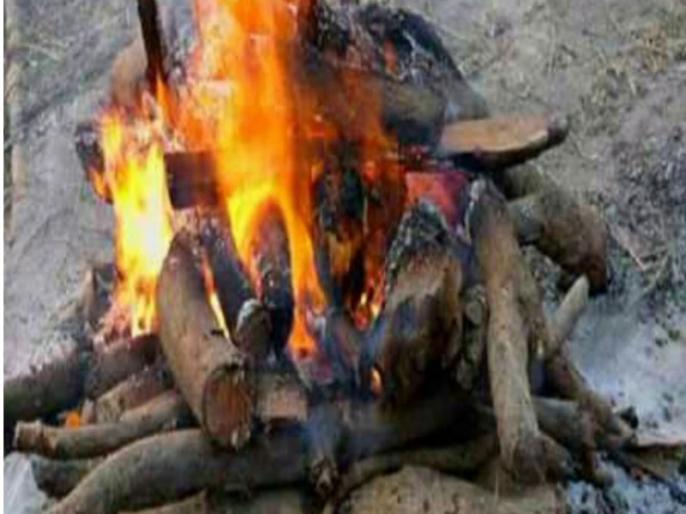 Maharashtra Home Minister Anil Deshmukh praises woman policemen who cremated unclaimed dead bodies amid lockdown | महाराष्ट्र: लॉकडाउन के बीच गृह मंत्री अनिल देशमुख ने की लावारिस शवों का अंतिम संस्कार करने वाली महिला पुलिसकर्मी की प्रशंसा