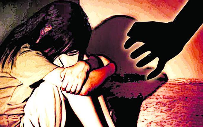 minor girls gang raped in bihar betiyan critical condition | बिहार:बेतिया में मनचलों ने नाबालिग बच्ची के साथ किया 4 घंटे तक सामूहिक दुष्कर्म, हालत नाजूक