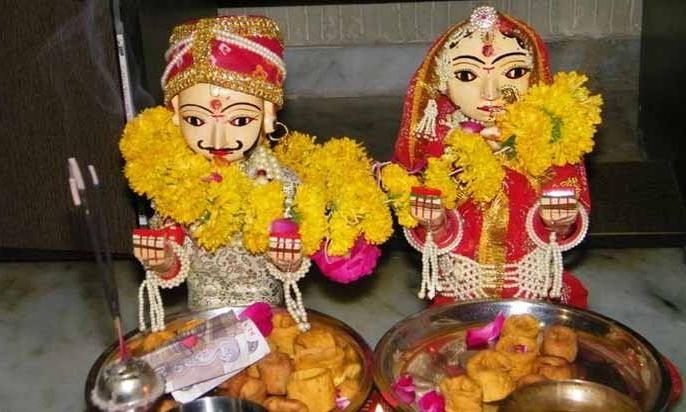 Gangaur Puja 2020: date in India and why Women fast on this day without telling anyone | गणगौर पूजा कल, महिलाएं इस दौरान बिना किसी को बताए रखती हैं उपवास, जानिए कथा और पूजा विधि