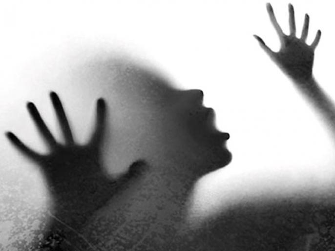 Jharkhand: Minor girl gangraped by 10 people, victim in hospital   झारखंड: दुमका में 10 लोगों ने किया नाबालिग के साथ गैंगरेप, अस्पताल में भर्ती पीड़िता