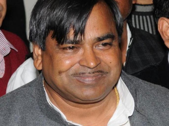 illegal mining case: CBI raids at 22 locations in Uttar Pradesh and Delhi including SP Minister Gayatri Prajapati | खनन घोटाला: यूपी के पूर्व मंत्री गायत्री प्रजापति के घर समेत 22 जगहों पर CBI ने की छापेमारी