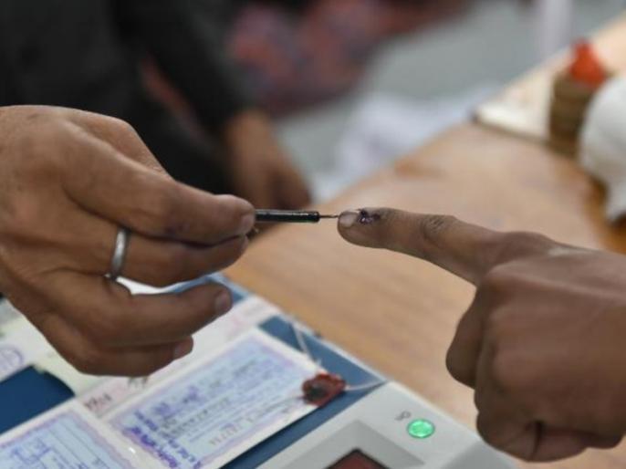 Haryana Assembly Election 2019 Sonipat BJP is in strong stages rivals join hands | हरियाणा: पिछले चुनाव में गड़बड़ी का आरोप लगाकर जीते विधायक को पहुंचाया कोर्ट, इस बार जब आई टक्कर लेने की बारी तो कट्टर विरोधी से गले मिले