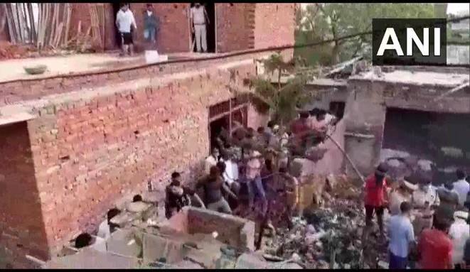 Pencil bomb making factory fire in Ghaziabad, at least 7 killed | गाजियाबाद में पेंसिल बम बनाने वाली फैक्ट्री में लगी आग, दमकल ने आग पर पाया काबू, 7 लोगों की मौत