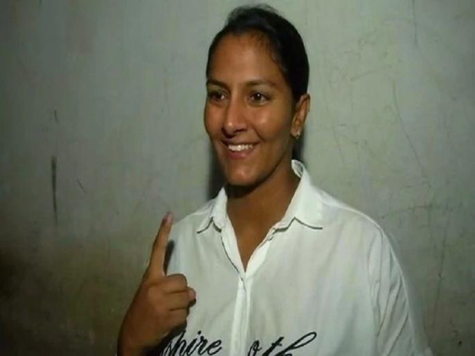 Haryana Assembly Polls 2019: Geeta Phogat reveals, How Babita Phogat, BJP's Dadri Candidate surprised her | हरियाणा चुनाव: गीता फोगाट ने खोला राज, बताया कैसे दादरी से बीजेपी उम्मीदवार और छोटी बहन बबीता ने उन्हें चौंका दिया