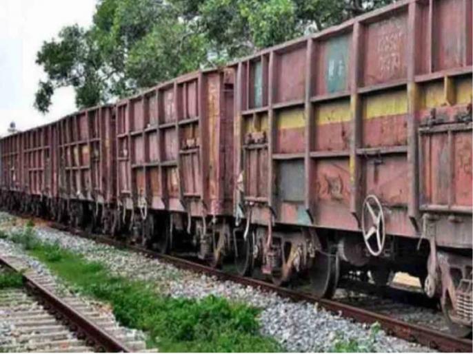 Maharashtra: Train runs over a dozen migrant workers in Aurangabad, 15 killed   महाराष्ट्र के औरंगाबाद में दर्दनाक हादसा, पटरी पर सो रहे मजदूरों के ऊपर से गुजरी ट्रेन, 16 की मौत