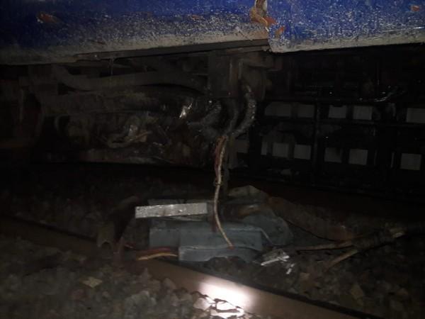 Bihar Gorakhpur-Kolkata Puja Special train Two coaches derailedno casualtiesall passengers safe | बिहारः गोरखपुर—कोलकाता स्पेशल ट्रेन के दो डिब्बे पटरी से उतरे,कोई हताहत नहीं, सभी यात्री सुरक्षित