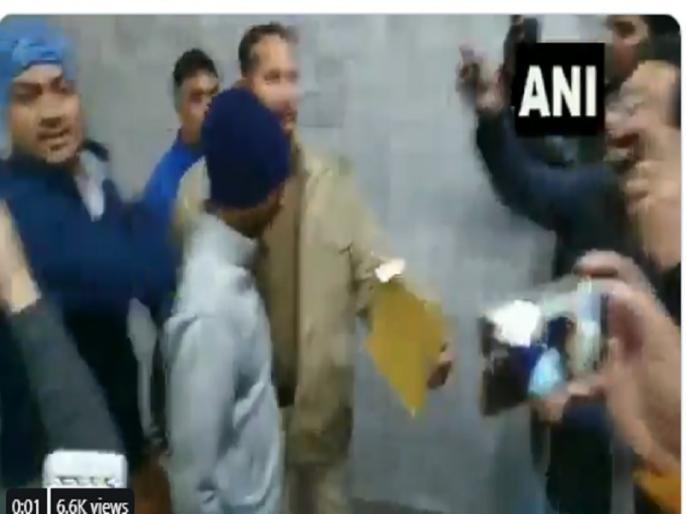 Video: Out of court convict attacked media persons, in 2013 he raped a five-year-old girl, on January 30, the sentence was announced | Video: कोर्ट के बाहर दोषी ने मीडियाकर्मियों पर किया हमला, 2013 में पांच साल लड़की से किया था रेप, 30 जनवरी को सजा का ऐलान