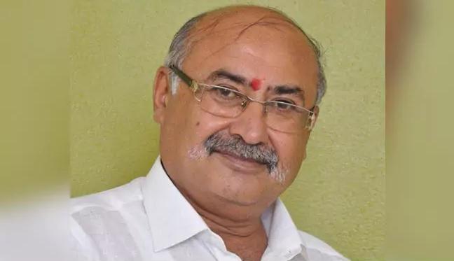 Gujarat BJP Vice President Resigns After Woman Accuses Him Of Rape | पीड़िता की आपबीती, एडमिशन के नाम पर एक साल से बीजेपी उपाध्यक्ष करता रहा रेप