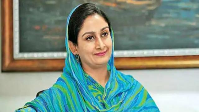 Narendra Modi government minister Harsimrat Kaur resigns, says- proud to stand with her as daughter of farmers | नरेंद्र मोदी सरकार की मंत्री हरसिमरत कौर ने दिया इस्तीफा, कहा- किसानों की बेटी होने के नाते उनके साथ खड़े होने पर गर्व है