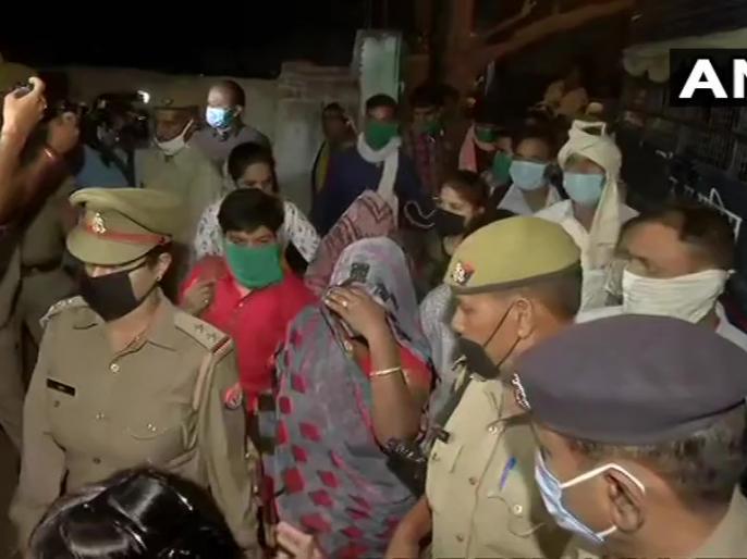 Hathras scandal: Victim families leave for Lucknow under tight security, hearing today in Allahabad High Court | हाथरस कांड: पीड़ित परिवार कड़ी सुरक्षा में लखनऊ के लिए रवाना, इलाहाबाद हाई कोर्ट में सुनवाई आज