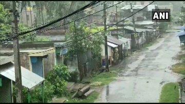 Cyclone Amphan Weather Forecast Storm weakens into 'extremely severe' category, rain lashes several parts of Odisha   Super Cyclone Amphan:कमजोर होकर 'अत्यंत भीषण चक्रवाती तूफान' में तब्दील,लाखों लोग सुरक्षित स्थान पर