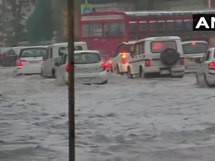 MaharashtraHeavy waterlogging & traffic congestion reported near Wilson College in Girgaon following heavy rainfall in Mumbai   मुंबई में भारी बारिशःरेल, सड़क यातायात बाधित, रेडअलर्ट जारी,पुणे, सतारा और कोल्हापुर बेहाल