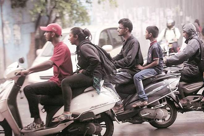 Gujarat government makes helmet optional in cities | गुजरात सरकार ने शहरों में हेलमेट पहनना वैकल्पिक बनाया