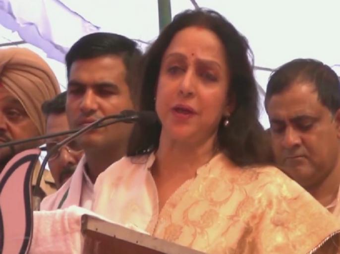 Haryana election BJP MP Hema Malini in Hodal says We can't have another PM like Narendra Modi | हरियाणा: चुनावी रैली में हेमा मालिनी ने कहा- देश आज सुरक्षित हाथों में, नहीं मिलेगा नरेंद्र मोदी जैसा दूसरा पीएम