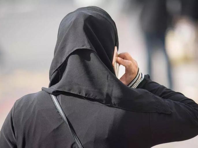 Saudi Arabia: When Muslim women arrived at the mall wearing trousers and tops, people stared at them in wonder! | सऊदी अरबः जब ट्राउजर और टॉप पहनकर कर मॉल पहुंची मुस्लिम महिला, लोगों ने अजूबे की तरह घूरा!