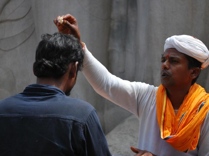Many tribals re-adopted Hinduism in Dang district of Gujarat | गुजरात के डांग जिले में कई आदिवासियों ने फिर से अपनाया हिंदू धर्म
