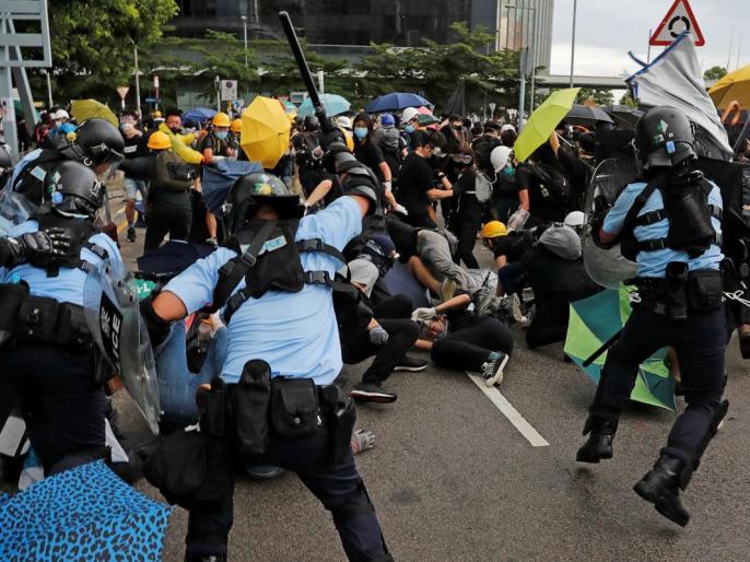 Hong Kong police make first arrests under new security law | विवादित सुरक्षा कानून के तहत हांगकांग पुलिस ने पहली गिरफ्तारी की