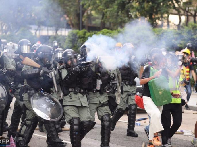 Hong Kong police use water cannon to deter protesters | हांगकांग में पुलिस-प्रदर्शनकारियों में झड़प, लोकतांत्रिक तरीके से चुनाव के लिए दो महीने से भी ज्यादा समय से चल रहा है प्रदर्शन