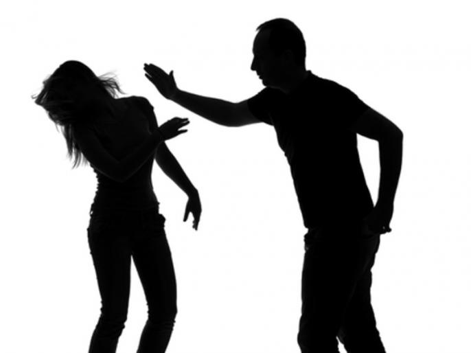 wife celebrating with boyfriend,husband calling villagers and beat in bihar | बिहार: पत्नी दूसरे युवक के साथ मना रही थी रंगरेलियां, पति ने गांव वालों को बुलाकर कर दी पिटाई