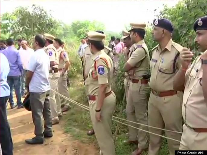 Police officers divided over Hyderabad encounter | हैदराबाद मुठभेड़ पर बंटे पुलिस अधिकारी, बेंगलुरु पुलिस आयुक्त ने कहा- सही और वक्त पर की गई कार्रवाई