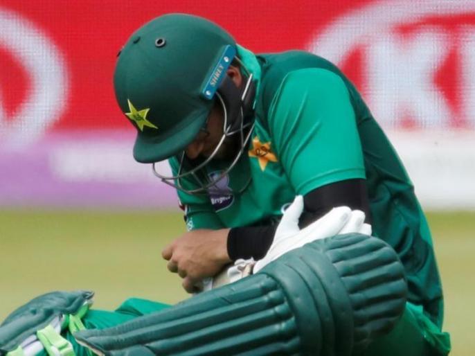 England vs Pakistan: Imam-ul-Haq taken to hospital after being hit by Mark Wood ball during 4th odi   ENG vs PAK: पाकिस्तानी ओपनर की कोहनी में लगी 89 मील प्रति घंटे की रफ्तार की गेंद, ले जाना पड़ा अस्पताल