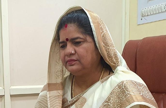 aaj ka taja samachar Madhya Pradesh by-electionImarti Devi Girraj Dandautia notresigncm shivraj singh   मध्य प्रदेशःउपचुनाव हारे,मंत्रीपद सेइमरती देवी और गिर्राज दंडौतिया ने दिया इस्तीफा,6 माह तक बिना सदस्य रहेंगे मंत्री, जनता पर बोझ