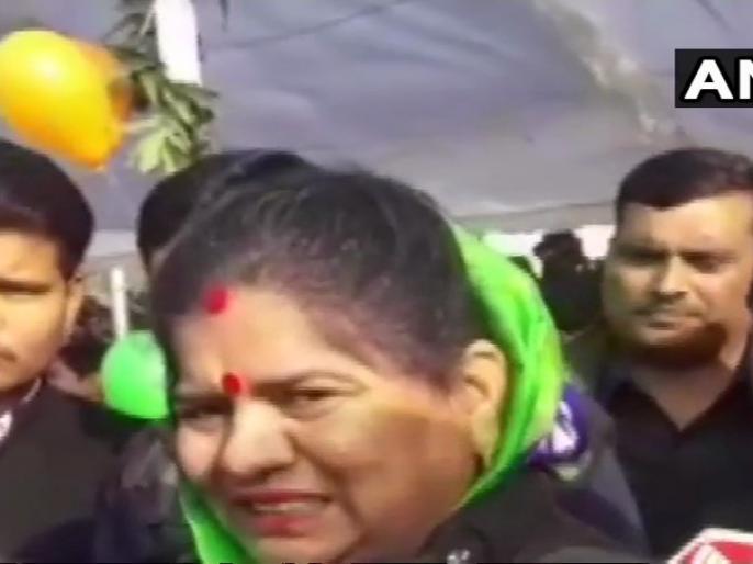 We were born in mud and cow dung, what will corona spoil: Imarti Devi, minister in Madhya Pradesh government | हम मिट्टी और गोबर में पैदा हुए, कोरोना क्या बिगाड़ लेगा: शिवराज सरकार में मंत्री इमरती देवी
