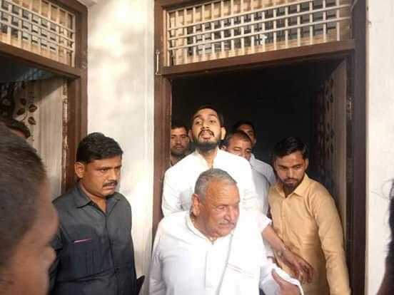 Firozabad: Mulayam's brother Abhayram Yadav came to demand a vote for Shivpal for loksabha elections 2019 | फिरोजाबाद: शिवपाल के लिए वोट मांगने पहुंचे मुलायम के भाई अभयराम यादव