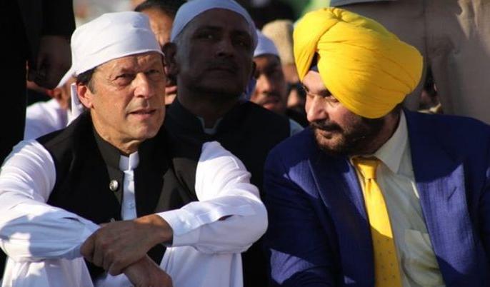 video: Pakistani Pm imran khan asked-where is our Sidhu at kartarpur corridor inauguration | करतारपुर कॉरिडोर: पाकिस्तानी पीएम इमरान खान ने पूछा-कहां है हमारा सिद्धू, वीडियो हुआ वायरल