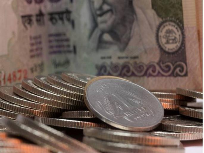 why indian rupee falling down here are the reason | आखिर क्यों लुढ़क रहा है हमारा रुपया, ये है वजह?