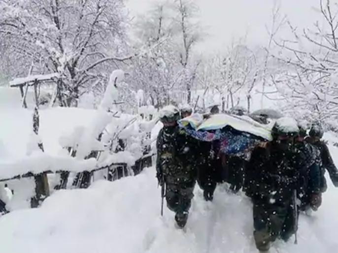 Indian Army cross knee-deep snow to help mom newborn reach home in Jammu watch video | भारतीय सेना के जाबांजो ने फिर जीता लोगों का दिल, किया कुछ ऐसा कि हर कोई कर रहा सलाम, वीडियो वायरल
