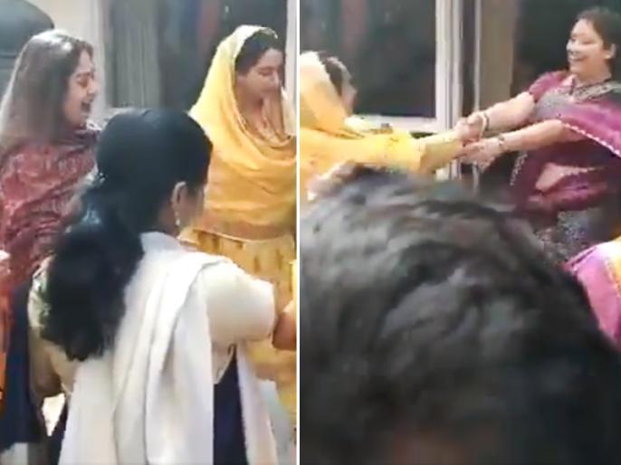 smriti irani harsimrat kaur kiran kher dance video viral after budget celebration | कैबिनेट मंत्री स्मृति ईरानी और हरसिमरत कौर ने किरण खेर के साथ यूं किया गिद्दा, वायरल हुआ 'बजट पार्टी' का वीडियो