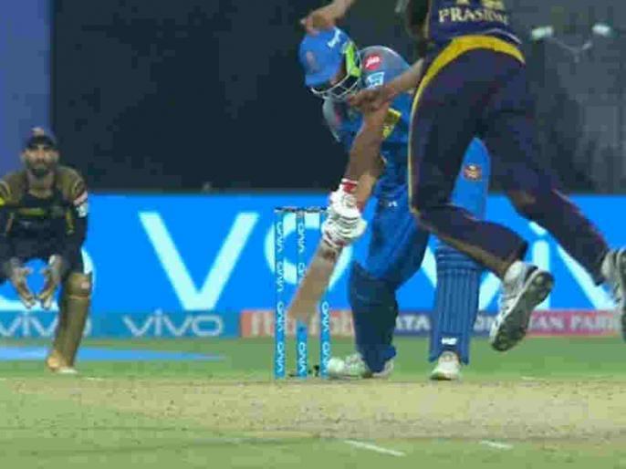 IPL 2018: Rajasthan Royals' Ish Sodhi Gets Out In astonishing Fashion vs Kolkata Knight Riders | IPL इतिहास में सबसे 'अजीबोगरीब अंदाज' में आउट हुआ राजस्थान का ये बल्लेबाज, सब हुए हैरान!