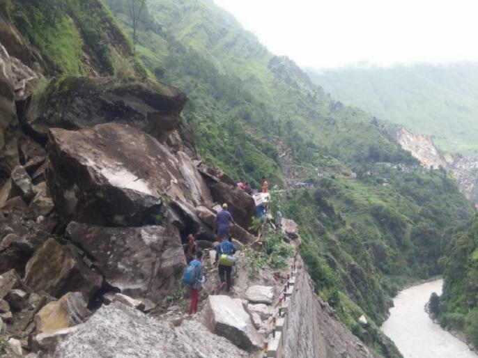 Road closed again due to rain and landslide in Kailash Mansarovar Yatra route | उत्तराखंड: कैलास मानसरोवर यात्रा मार्ग में बारिश और भूस्खलन के कारण सड़क फिर से बंद
