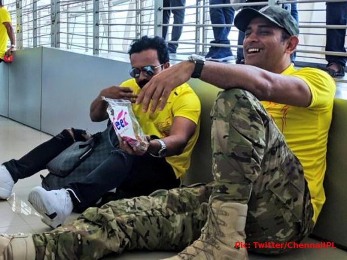 IPL 2019: MS Dhoni trolls Kedar Jadhav in viral video | Video: धोनी ने केदार जाधव को किया ट्रोल, कहा कुछ ऐसा जिसे सुन जाधव की बोलती हो गई बंद