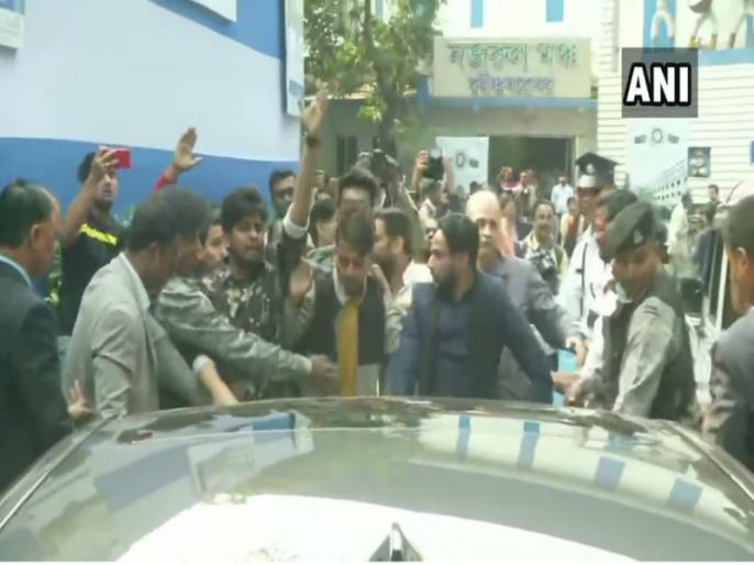 Calcutta University Students oppose Jagdeep Dhankhar, they says 'Governor go back' | कलकत्ता यूनिवर्सिटी में छात्रों ने जगदीप धनखड़ की कार को घेरा, 'राज्यपाल वापस जाओ' के लगाए नारे