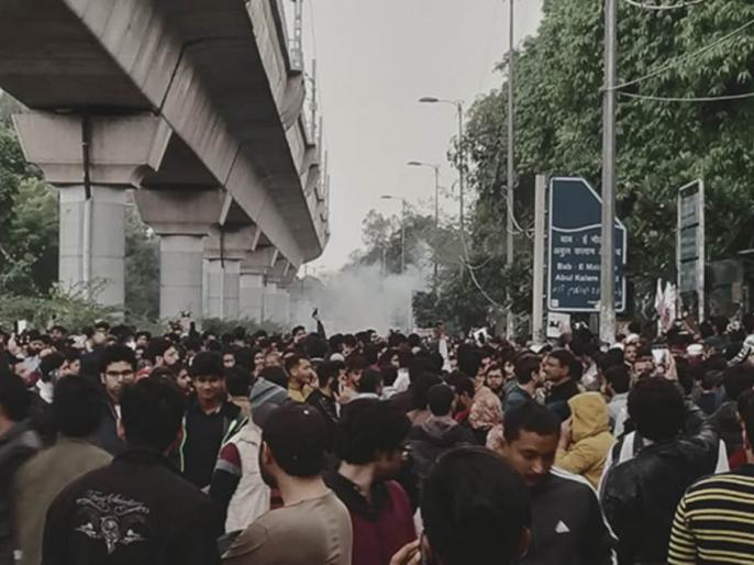students show solidarity from lucknow to hyderabad on jamia protest against caa | Jamia Protest: जामिया में पुलिस कार्रवाई के खिलाफ लखनऊ से लेकर हैदराबाद विवि तक छात्रों ने दिखाई एकजुटता