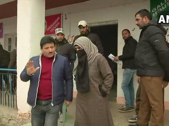 Voting on 2633 polling stations for eighth phase of Panchayat elections in Jammu and Kashmir | जम्मू-कश्मीर में पंचायत चुनाव के आठवें चरण के लिए 2633 मतदान केंद्रों पर वोटिंग जारी