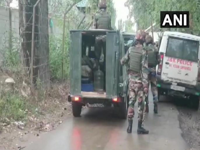 Jammu and Kashmir: encounter at Yedipora Pattan area Baramulla one army officer martyred | जम्मू-कश्मीर: बारामूला के पट्टन में मुठभेड़, सेना के एक अधिकारी शहीद, तीन आतंकी घिरे