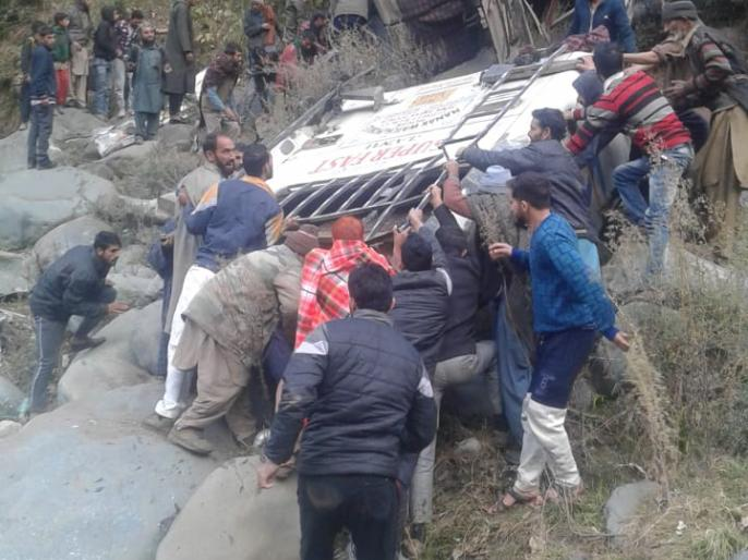 JammuAndKashmir: At least 11 dead after a bus skidded off the road and fell into a deep gorge in Plera in Mandi tehsil of Poonch district today | जम्मू-कश्मीर: पुंछ में खाई में गिरी बस, 11 लोगों की मौत, कई घायल