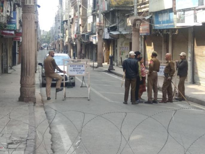 Restrictions in Kashmir Valley in view of Jumme prayers, 47 lives affected | जुम्मे की नमाज के मद्देनजर कश्मीर घाटी में फिर लगाए गए प्रतिबंध, 47वें दिन प्रभावित रहा जनजीवन