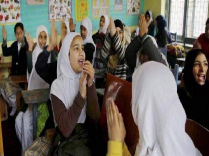 Jammu Kashmir: Amid art 370 removal half course completed in School, yet decided to conduct exam on time   कश्मीर: आधा कोर्स ही हो सका है खत्म, फिर भी परीक्षा समय पर कराने का फैसला, दुविधा में छात्र और अभिभावक