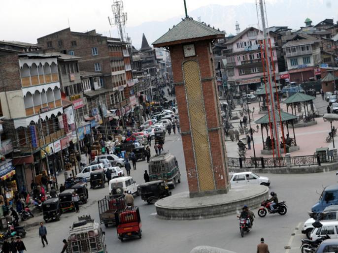 Breaking newsJammu and Kashmir: Grenade attack near Lal Chowk in Srinagar, five to six injured | जम्मू-कश्मीर: श्रीनगर में आतंकियों ने किया ग्रेनेड हमला, 7 जख्मी, 3 की हालत गंभीर