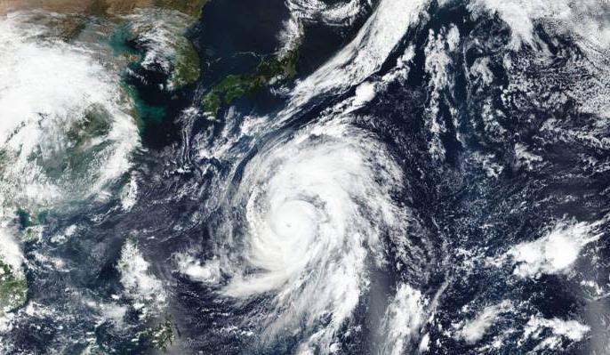 One person died due to severe storms in Japan, people were sent to safer places | जापान में भीषण तूफान के कारण एक व्यक्ति की मौत, लोगों को सुरक्षित स्थानों पर भेजा गया