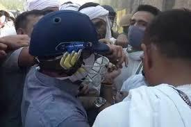 UP police lathi in Hathras, narrowly escapes RLD leader Jayant Chaudhary, watch video | हाथरस में यूपी पुलिस ने जमकर चलाई लाठी, बाल-बाल बचे RLD नेता जयंत चौधरी, देखें वीडियो