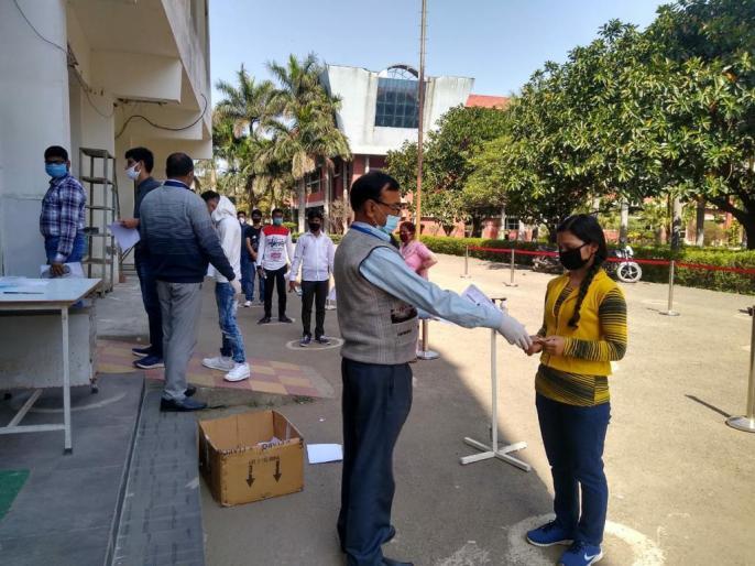 JEE Main Exam 202195 per cent candidates appear in first phaseRamesh Pokhriyal Nishank | जेईई मुख्य परीक्षाःशिक्षा मंत्री रमेश पोखरियाल बोले-पहले चरण की परीक्षा में 95 फीसदी उपस्थिति