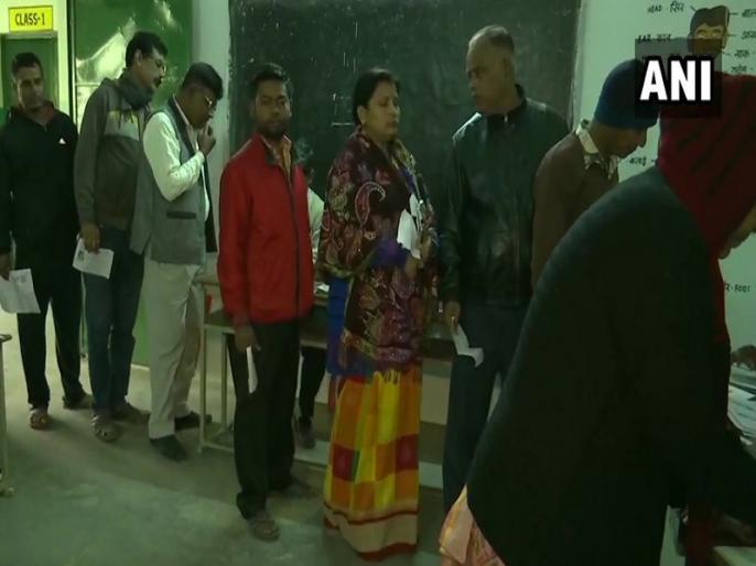 Jharkhand Election LIVE Update second phase as voting continues on 20 assembly constituencies | Jharkhand Election: झारखंड में विधानसभा चुनाव के दूसरे चरण में 20 सीटों के लिए 60.57 प्रतिशत मतदान हुआ, पुलिस की गोली से सिसई में एक ग्रामीण की मौत