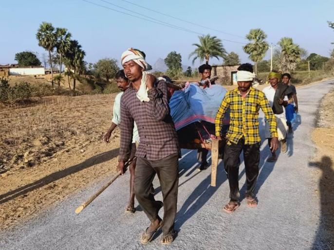 Jharkhand Carried to hospital without doctors'giridih woman, newborns die | झारखंड में मां व नवजात को खाट पर 7 किमी दूर अस्पताल ले गए रिश्तेदार, डॉक्टर नहीं मिलने से दोनों की मौत